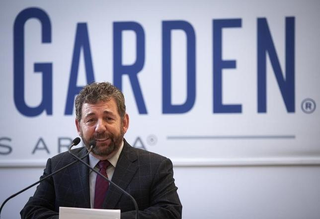 Jim Dolan, President and CEO of Cablevision Systems and Executive Chairman of The Madison Square Garden Company, speaks during a news conference to announce details of a newly renovated Madison Square Garden in New York, October 24, 2013. REUTERS/Carlo Allegri