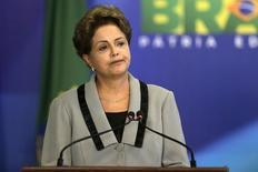 En la imagen, la presidenta Dilma Rousseff, reacciona durante una ceremonia en el Palacio de Planalto en Brasilia. 16 de marzo, 2015. Petrobras publicará sus resultados auditados para fines de este mes, dijo la presidenta de Brasil, Dilma Rousseff, en entrevista con la agencia Bloomberg publicada el miércoles. REUTERS/Ueslei Marcelino
