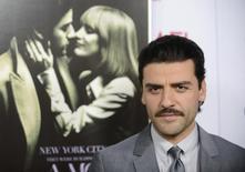 """Ator Oscar Isaac participa da pré-estreia mundial do filme """"O Ano Mais Violento"""", em Los Angeles, no ano passado. 06/11/2014 REUTERS/Phil McCarten"""