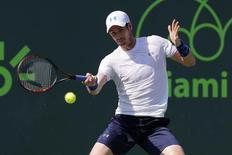 Tenista Andy Murray durante partida contra Dominic Thiem pelo Masters de Miami. 01/04/2015 REUTERS/Geoff Burke-USA TODAY Sports