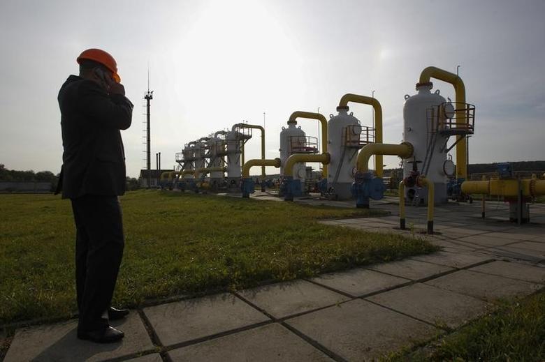 An employee stands near gas pipes at Oparivske gas underground storage in Lviv region September 30, 2014.  REUTERS/Valentyn Ogirenko