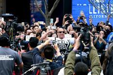 """El actor Vin Diesel posa en un evento de promoción del la película """"Furious 7"""" en Pekín. 26 de marzo de 2015. """"Furious 7"""", la séptima película de la saga """"Rápido y Furioso"""", subió al primer lugar de la taquilla en Estados Unidos, con una recaudación de 143 millones de dólares en su fin de semana de estreno.REUTERS/China Daily"""