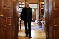 Le ministre des Finances Yanis Varoufakis a déclaré que la Grèce devrait parvenir à un accord-cadre sur sa dette avec ses créanciers lors de la réunion de l'Eurogroupe programmée pour le 24 avril. /Photo prise le 24 mars 2015/REUTERS/Alkis Konstantinidis