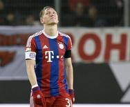 Meia do Bayern de Munique Bastian Schweinsteiger durante partida contra o Wolfsburg.  30/01/2015     REUTERS/Fabian Bimmer