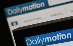 Orange et Vivendi ont annoncé mardi l'ouverture de négociations exclusives en vue du rachat par le groupe de médias de 80% du site de vidéos en ligne Dailymotion, filiale de l'opérateur télécoms, pour 217 millions d'euros. /Photo d'archives/REUTERS/Christian Hartmann