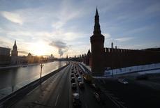 Вид на Кремль в Москве 6 февраля 2015 года. Чистый отток частного капитала из России в первом квартале 2015 года составил $32,6 миллиарда, оценил Банк России. REUTERS/Maxim Zmeyev