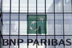 BNP Paribas prévoit la suppression d'un maximum de 1.800 postes en Pologne sur deux ans, a déclaré vendredi à Reuters un porte-parole de la banque française, confirmant des informations du journal Les Echos. /Photo d'archives/REUTERS/Charles Platiau