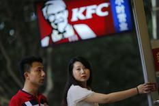 Customers walk into a KFC store in downtown Shanghai July 31, 2014.  REUTERS/ Carlos Barria