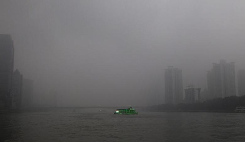 ( Pearl River in Guangzhou, 2014 © Alex Lee )