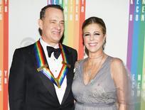 Atriz Rita Wilson e o marido, Tom Hanks, em evento em Washington. 07/12/2014.      REUTERS/Joshua Roberts