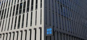 Здание ОПЕК в Вене. 29 мая 2013 года. Организация стран-экспортёров нефти (ОПЕК) повысила прогноз спроса на свою нефть в этом году, так как отказ ОПЕК от поддержания мировых цен путем снижения добычи начинает отражаться на других производителях. REUTERS/Leonhard Foeger