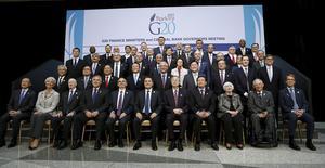 Le Groupe des Vingt (G20) a adopté vendredi un ton optimiste concernant les perspectives de croissance de l'économie mondiale mais certains responsables redoutent les retombées pour une reprise encore fragile en Europe de l'éventualité que la Grèce ne parvienne pas à s'entendre avec ses bailleurs de fonds. /Photo prise le 17 avril 2015/REUTERS/Gary Cameron