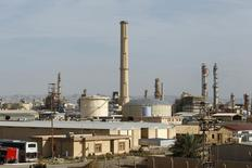 Imagen de archivo. Refinería de Baiji, norte de Bagdad, 8 dic, 2014. Fuerzas iraquíes recuperaron el sábado gran parte de la mayor refinería del país de manos del Estado Islámico, dijeron funcionarios de seguridad, revirtiendo la ofensiva de los militantes que atacaron el complejo esta semana. REUTERS/Ahmed Saad