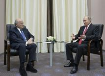 Presidente russo, Vladimir Putin, recebe o presidente da Fifa, Joseph Blatter, em Sochi. 20/04/2015 REUTERS/Alexei Druzhinin/RIA Novosti/Kremlin
