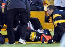 Pittsburgh Steelers quarterback Ben Roethlisberger is secured to a stretcher after being injured during the second quarter of their NFL football game against the Cleveland Browns in Pittsburgh, Pennsylvania, December 28, 2008. REUTERS/ Jason Cohn