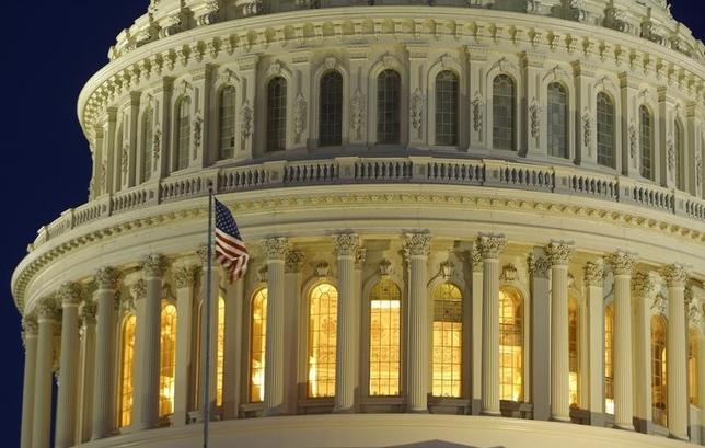 4月22日、米上院財政委員会は、大統領貿易促進権限(TPA)法案を20対6の賛成多数で可決した。ワシントンの議会議事堂で2013年3月撮影(2015年 ロイター/Gary Cameron)