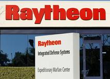 One of Raytheon's Integrated Defense buildings is seen in San Diego, California January 20, 2011.  REUTERS/Mike Blake
