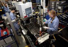 Uisne Ford à YPsilanti dans le Michigan. La croissance de l'activité manufacturière aux Etats-Unis a ralenti plus fortement que prévu en avril, à son rythme le plus faible depuis le mois de janvier. /Photo d'archives/REUTERS/Rebecca Cook