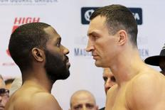 Reigning heavyweight champion Wladimir Klitschko (R) of Ukraine and U.S. boxer Bryant Jennings face each other during an official weigh-in ahead of their fight in New York April 24, 2015. REUTERS/Eduardo Munoz