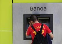 Bankia, la banque espagnole nationalisée pendant la crise financière, a annoncé lundi un bénéfice net en hausse de 12,8% et meilleur que prévu au titre du premier trimestre, à 244 millions d'euros, mais avec des revenus nets des intérêts inférieurs aux attentes. /Photo d'archives/REUTERS/Marcelo del Pozo