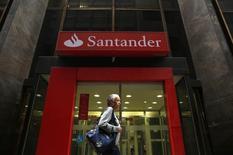 Filial do banco Santander no centro do Rio de Janeiro.   16/08/2014  REUTERS/Pilar Olivares