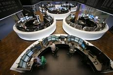 Помещение фондовой биржи во Франкфурте-на-Майне. 16 марта 2015 года. Европейские фондовые рынки разнонаправленны на фоне слабых квартальных результатов Nokia и укрепления евро. REUTERS/Ralph Orlowski