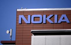 En la imagen, las oficinas principales de Nokia en Espoo, Finlandia, 15 de abril, 2015. La firma finlandesa Nokia reportó el jueves unas ganancias por debajo de las previsiones del mercado en el primer trimestre en su negocio principal de equipos de redes de telecomunicaciones, citando unas menores ventas de software, mayores costos y condiciones difíciles en Europa y América Latina. REUTERS/Antti Aimo-Koivisto/Lehtikuva