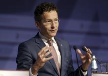 En la imagen, Jeroen Dijsselbloem hace un gesto durante una conferencia de prensa en Riga, Latvia, 14 de abril, 2015. Europa está preparada para varios resultados posibles ante el estancamiento de las negociaciones entre Grecia y sus acreedores, dijo el jueves el titular del Eurogrupo, Jeroen Dijsselbloem. REUTERS/Ints Kalnins