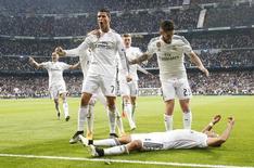 Jogadores do Real Madrid comemora gol contra o Atlético de Madri na Liga dos Campeões. 22/04/2015. REUTERS/Juan Medina