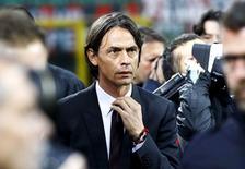 Técnico do Milan, Filippo Inzaghi, chega ao jogo contra a Sampdoria, no estádio San Siro, em Milão, na Itália. 12/04/2015 REUTERS/Stefano Rellandini