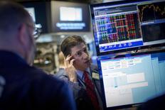 Wall Street a ouvert vendredi en hausse dans l'espoir qu'une série d'indicateurs attendus en cours de séance, la première du mois, confirmeront une tendance au redressement de l'économie américaine après un net ralentissement au premier trimestre. Dans les premiers échanges, le Dow Jones gagne 0,71%, le Standard & Poor's 500 progresse de 0,61% et le Nasdaq Composite prend 0,66%. /Photo prise le 30 avril 2015/REUTERS/Brendan McDermid