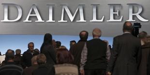 Shareholders arrive for the Daimler annual shareholder meeting in Berlin April 1, 2015. REUTERS/Hannibal Hanschke