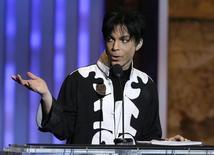 Prince durante premiação em Los Angeles.   02/03/2007 REUTERS/Mario Anzuoni