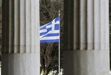 A Greek flag is framed by marble pillars at the Attalos arcade in Athens February 26, 2015.  REUTERS/Yannis Behrakis
