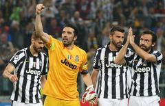 Jogadores da Juventus comemoram vitória sobre o Real Madrid na partida de ida das semifinais da Liga dos Campeões, em Turim. 05/05/2015 REUTERS/Stefano Rellandini