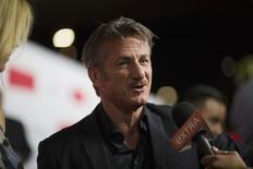 """Penn durante lançamento do filme """"O Franco-Atirador"""" em Los Angeles. 12/03/2015.  REUTERS/Mario Anzuoni"""