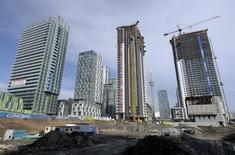 A condominium construction site is seen in Toronto, March 11, 2014. REUTERS/Aaron Harris