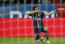 Edinson Cavani, do Paris St Germain, comemora após marcar um gol contra o En Avant Guingamp, no estádio Parc des Princes, em Paris, na França, nesta sexta-feira. 08/05/2015 REUTERS/Gonzalo Fuentes