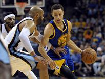 Golden State Warriors guard Stephen Curry (30) goes to the basket against Memphis Grizzlies guard Vince Carter (15) during the game in game four of the second round of the NBA Playoffs at FedExForum. Golden State Warriors beat Memphis Grizzlies 101-84. Mandatory Credit: Justin Ford-USA TODAY Sports