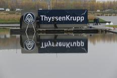 ThyssenKrupp a relevé sa prévision de bénéfice annuel après un premier trimestre meilleur que prévu. Le bénéfice imposable pour le trimestre clos fin mars a progressé de 32% à 405 millions d'euros, un résultat meilleur que la prévision moyenne des analystes interrogés par Reuters, de 379 millions d'euros. /Photo d'archives/REUTERS/Wolfgang Rattay
