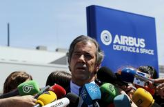 Fernando Alonso, head of Airbus flight testing and operations, speaks during a news conference at an Airbus assembly plant in the Andalusian capital of Seville May 11, 2015. REUTERS/Marcelo del Pozo