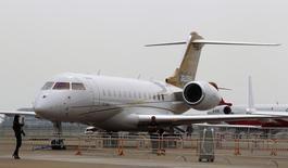 Bombardier va supprimer 1.750 emplois dans sa division avions d'affaires en raison de la faiblesse de la demande pour sa gamme Global. /Photo d'archives/REUTERS/Bobby Yip