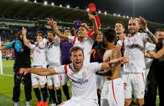 Jogadores do Sevilla comemoram classificação para a final da Liga Europa. 14/05/2015 REUTERS/Giampiero Sposito