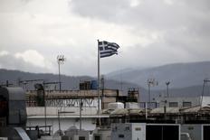L'Etat grec a payé les traitements des fonctionnaires dus mi-mai, a annoncé vendredi le ministère des Finances.  /Photo prise le 11 mai 2015/REUTERS/Alkis Konstantinidis