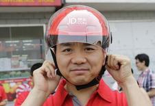 Основатель JD.com Ричард Лю. Пекин, 16 июня 2014 года. Одна из крупнейших китайских компаний, осуществляющих онлайн-продажи, JD.com начинает работу в РФ через российского партнера - логистическую компанию СПСР-Экспресс, которая уже работает с другим крупнейшим китайским онлайн-ритейлером Alibaba, сообщили компании в совместном пресс-релизе. REUTERS/Jason Lee