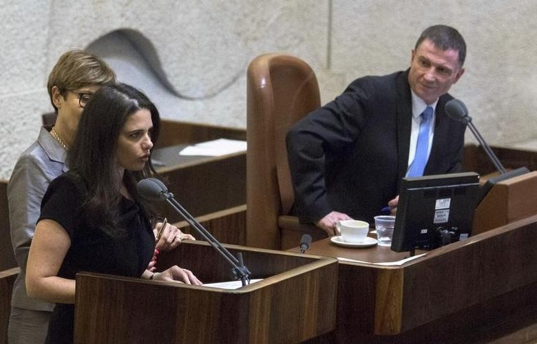 Israeli lawmaker Ayelet Shaked (L), from the ultra nationalist Jewish Home party, is sworn-in as Justice Minister at parliament in Jerusalem May 14, 2015. REUETRS/Jim Hollander/Pool