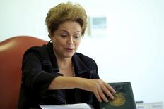 Presidente Dilma Rousseff durante encontro com o o presidente do Comitê Paralímpico Brasileiro no Palácio do Planalto, em Brasília. 13/05/2015 REUTERS/Ueslei Marcelino