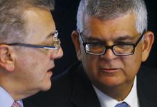 Diretor financeiro da Petrobras, Ivan Monteiro (direita), ao lado do presidente da estatal, Aldemir Bendine, em foto de arquivo. 22/04/2015  REUTERS/Ricardo Moraes
