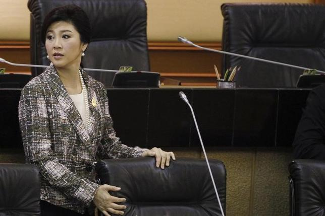 Ousted former Prime Minister Yingluck Shinawatra prepares to deliver her statement at the National Legislative Assembly meeting in Bangkok January 22, 2015.  REUTERS/Chaiwat Subprasom/Files