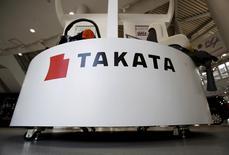 Le groupe japonais Takata a doublé, à près de 34 millions, le nombre de véhicules rappelés aux Etats-Unis en raison de problèmes liés aux airbags, ouvrant la voie au plus important rappel de voitures de l'histoire, ont annoncé les autorités américaines. /Photo prise le 8 mai 2015/REUTERS/Yuya Shino
